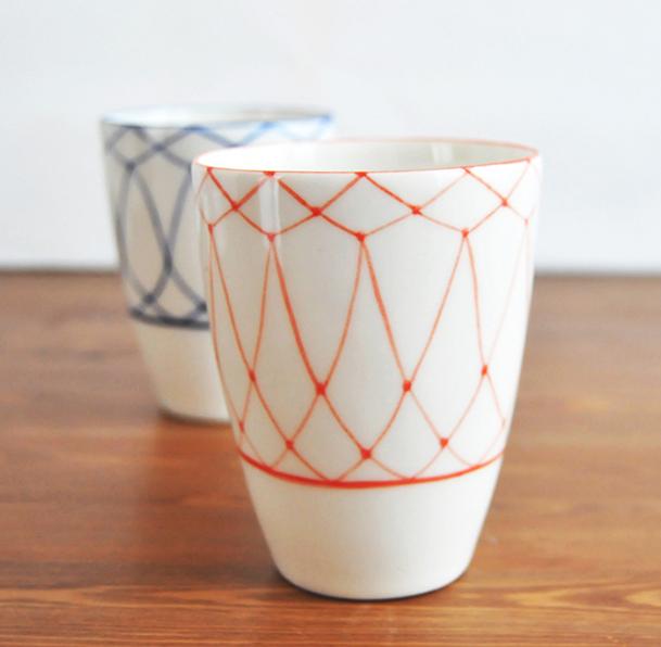 Te îndrăgostești de colecțiile de ceramică ale Mădălinei Teler